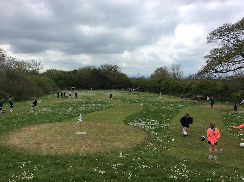 kids-playing-footgolf